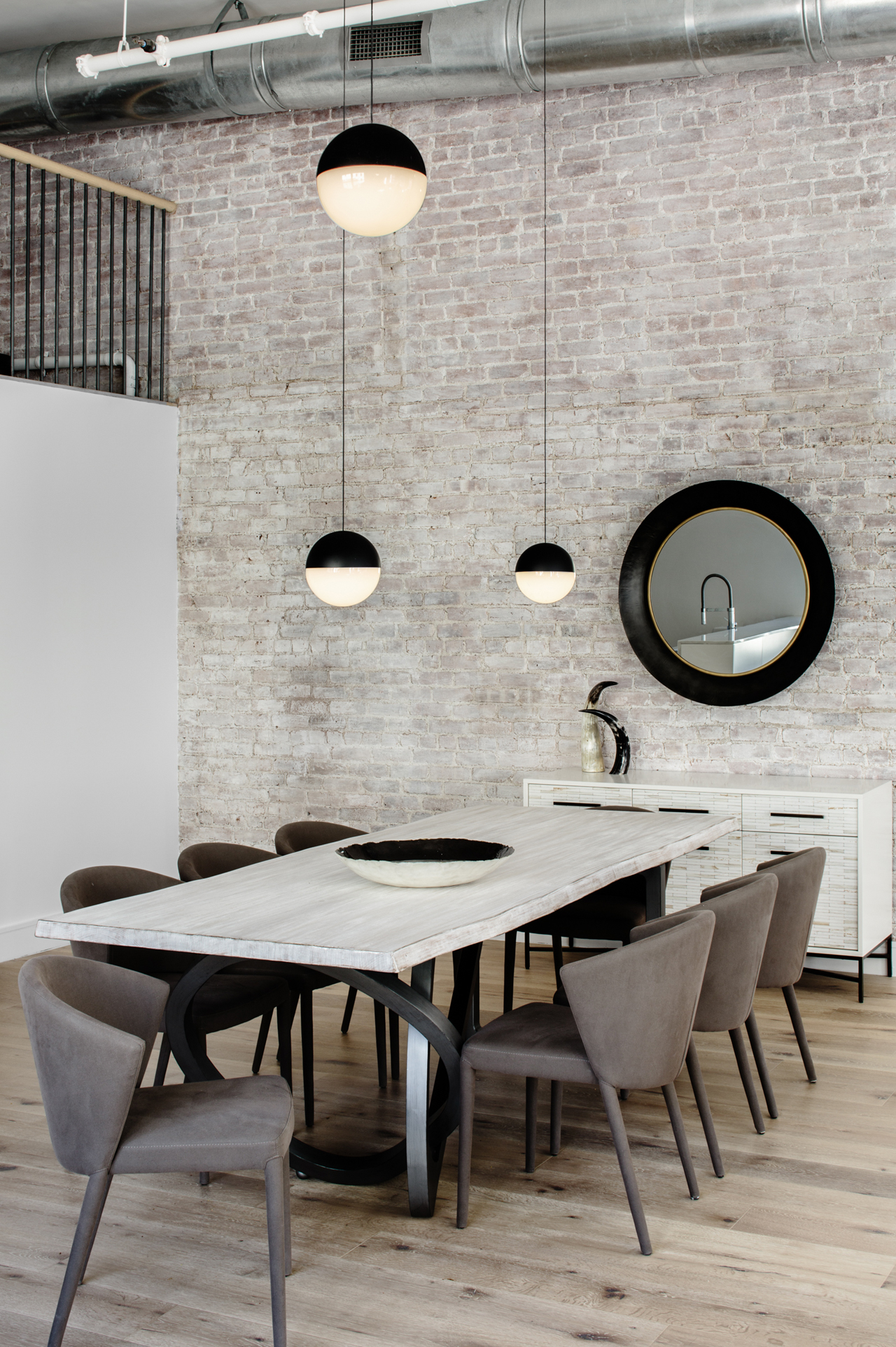 Industrial Dining Room Lighting Designs Shine in a New York Loft (1)