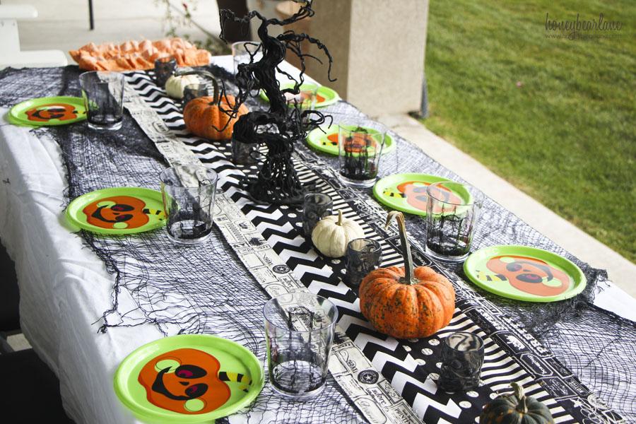 Spooky Decor Ideas for the Perfect Halloween Dinner 1