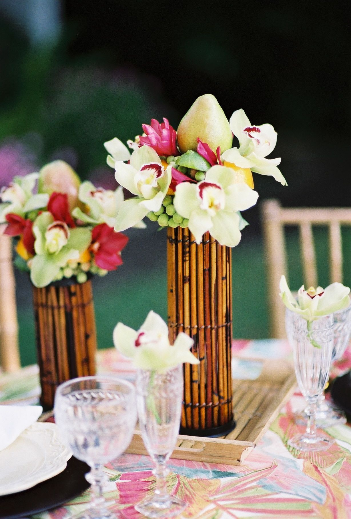 5 Incredible Flower Arrangements For a Last-Minute Dining Room Decor 3