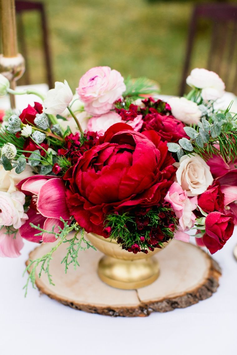 5 Incredible Flower Arrangements For a Last-Minute Dining Room Decor 4
