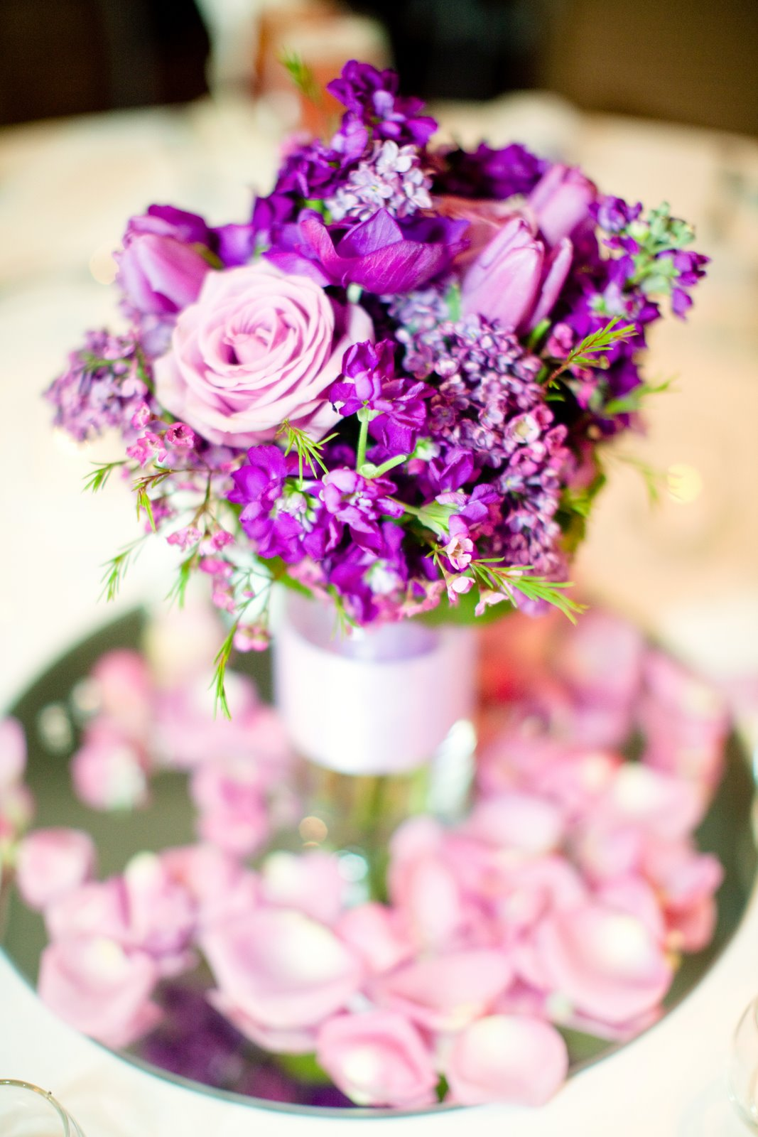 5 Incredible Flower Arrangements For a Last-Minute Dining Room Decor 5