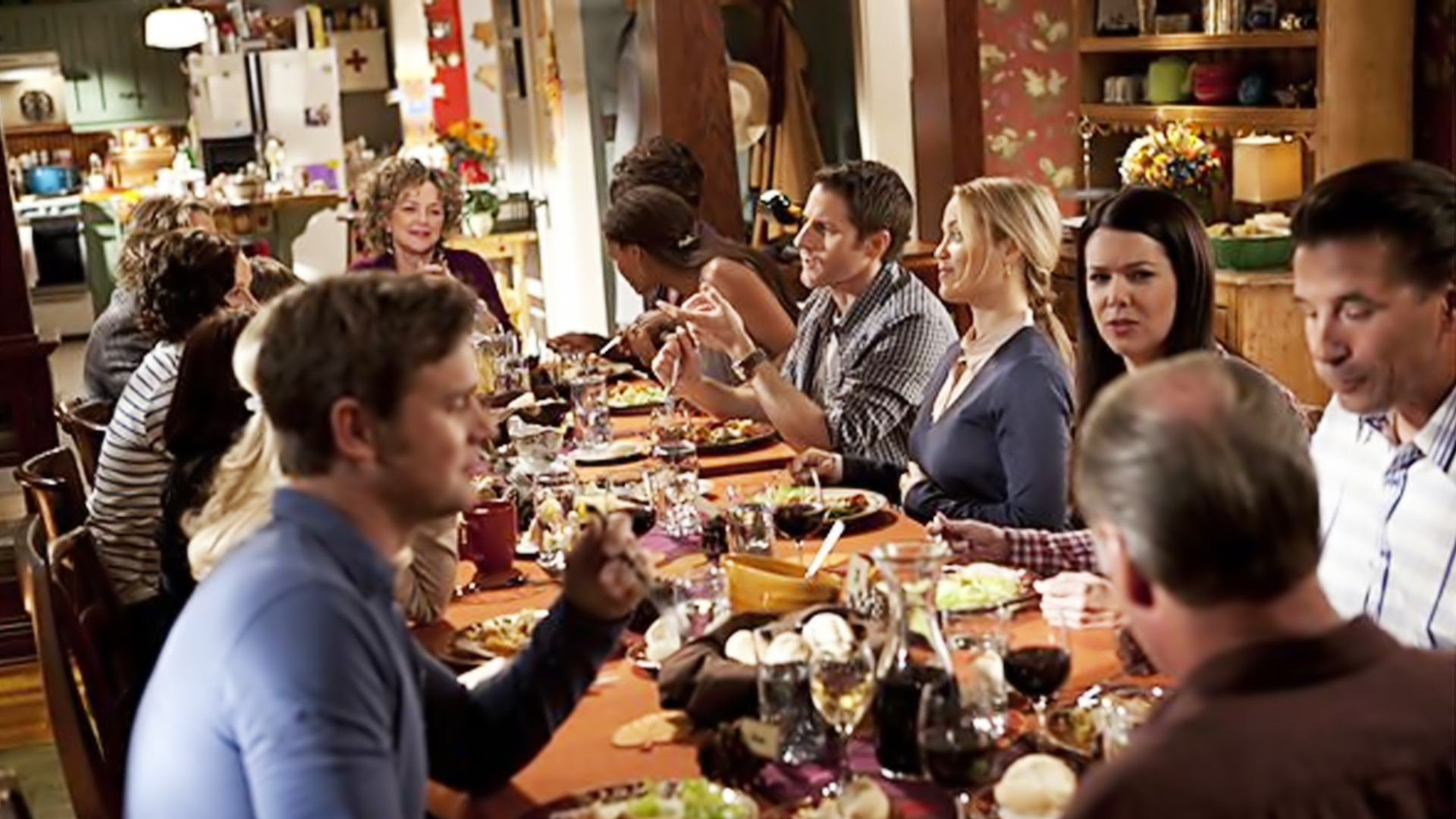 Thanksgiving Dining Room Decor According To Our Favourite TV Shows 4