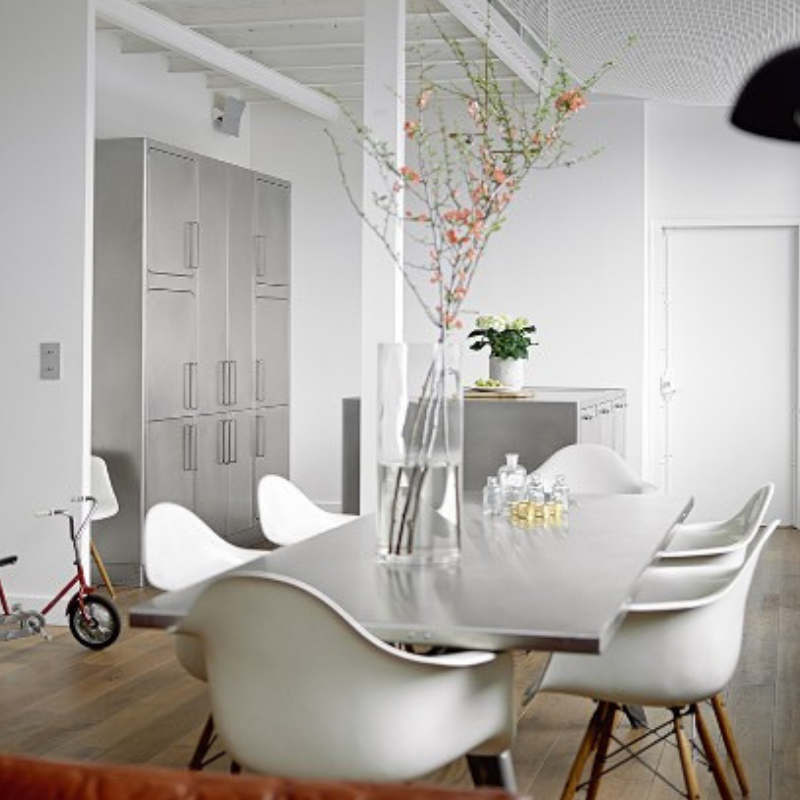 AN INDUSTRIAL STYLE DINING ROOM IN ROMANTIC PARIS YOU'LL LOVE (3)