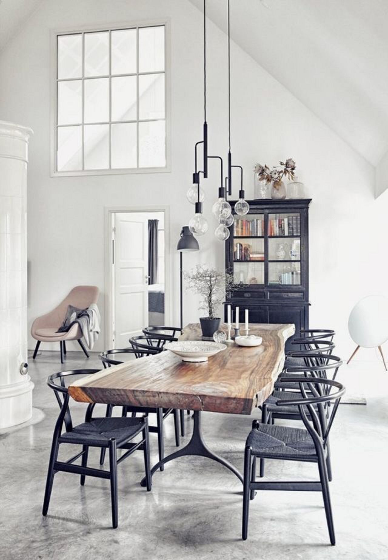 Pull It Off How Dark Toned Dining Rooms Are The Hit 1