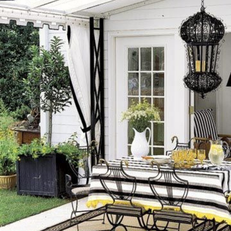 What's Hot On Pinterest Outdoor Dining Room Décor This Summer (6)